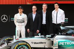 Qualcomm será el proveedor de tecnología de Mercedes AMG F1; Derek Aberle, presidente de Qualcomm; ; Toto Wolff, Mercedes AMG F1 accionista y director ejecutivo