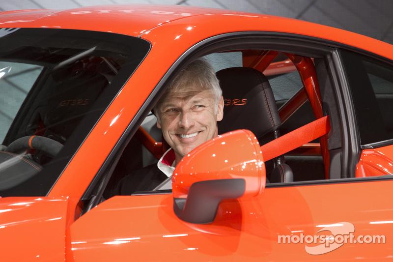 Matthias Müller, Vorstandsvorsitzender der Porsche AG, mit dem Porsche 911 GT3 RS