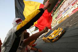 #6 GLPK Racing Corvette C5-R: Bert Longin, Anthony Kumpen, Mike Hezemans takes the checkered flag