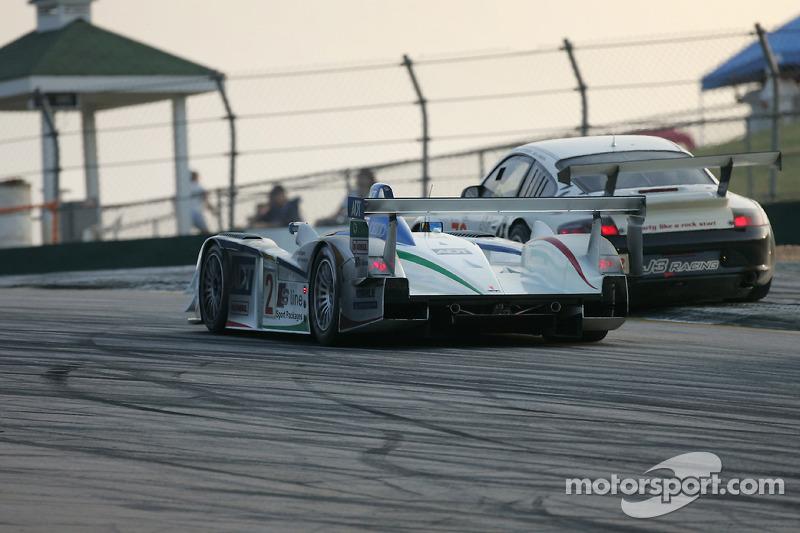 Champion Racing Audi R8 : Frank Biela, Emanuele Pirro; J3 Motorsport Porsche 911 GT3 RSR : Justin J