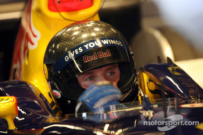 david coulthard tests a new bell helmet at barcelona. Black Bedroom Furniture Sets. Home Design Ideas