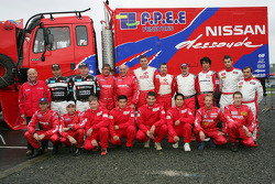Team Nissan Dessoude presentation: family picture for the Team Nissan Dessoude drivers and co-drivers for the Dakar 2006