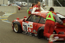 Trouble for #78 Elf Haberthur Racing Porsche 911 GT2: Michel Neugarten, Jean-Claude Lagniez, Guy Martinolle