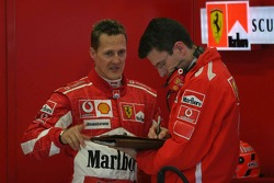 Michael Schumacher ve Chris Dyer