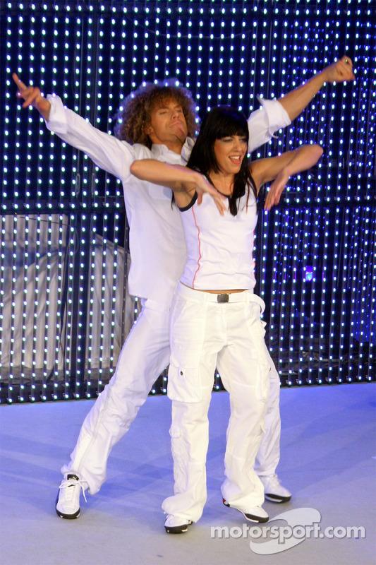 Les danseurs sur scène