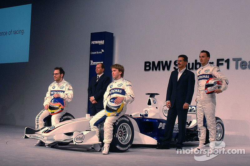 Jacques Villeneuve, Mario Theissen, Nick Heidfeld, Willy Rampf and Robert Kubica with the BMW Sauber F1.06