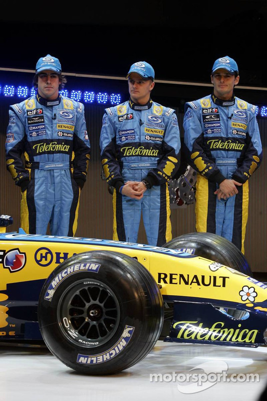 Fernando Alonso, Heikki Kovalainen and Giancarlo Fisichella with the new Renault R26