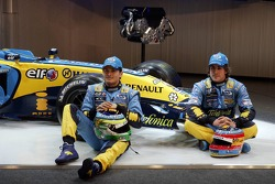 Giancarlo Fisichella and Fernando Alonso with the new Renault R26