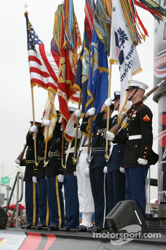 Les forces armées durant l'hymne national