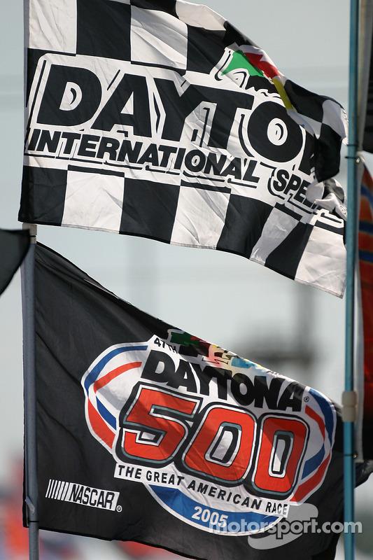 Des drapeaux à Daytona