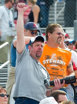Tony Stewart fans show their appreciation during pre-race activities