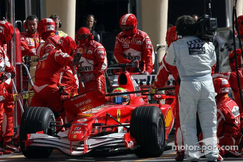 Felipe Massa en los pits