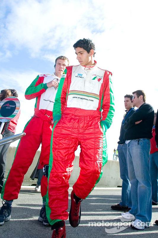 Le pilote de l'équipe du Mexique Salvador Duran sur la grille
