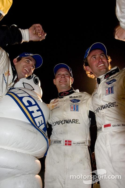 Les vainqueurs GT1 Oliver Gavin, Jan Magnussen et Olivier Beretta