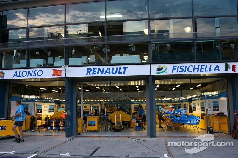 Renault f1 garage area at australian gp for Garage renault rue gambetta le mans