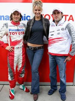 Jarno Trulli and Ricardo Zonta pose with Miss Universe 2004 Jennifer Hawkins