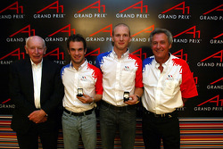 World Cup of Motorsport Winners Nicolas Lapierre (FRA) A1 Team France, Alexandre Premat (FRA) A1 Team France and Jean-Paul Driot (FRA) A1 Team France Team Manager with John Surtees (GBR) A1 Team Great Britain Chairman