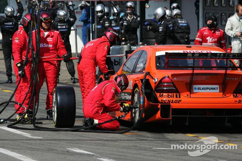 Problème avec le pneu arrière gauche de Daniel La Rosa pendant les qualifications