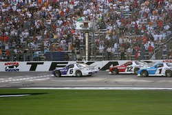 Mark Martin takes the green flag