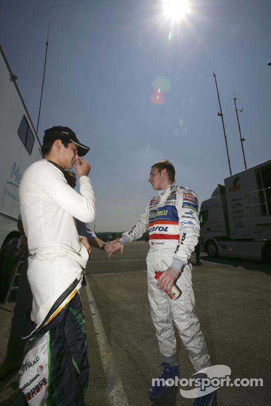 Nelson A. Piquet et Adam Carroll parlent avant la course