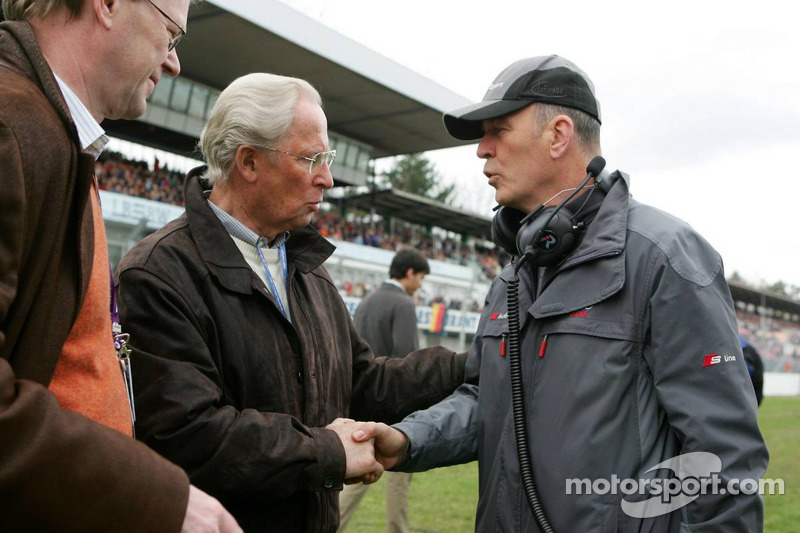 Prof. Jürgen Hubbert, président de DaimlerChrysler, avec Dr. Wolfgang Ullrich, le chef d'Audi sport