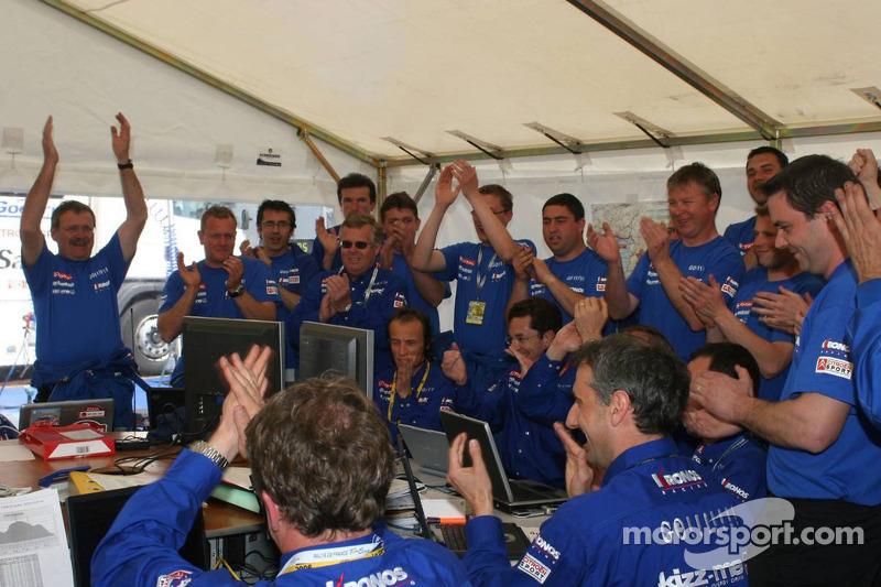 L'équipe Kronos Total Citroën fête leur victoire