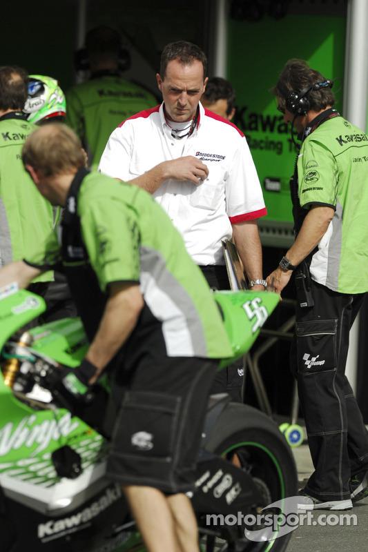 L'équipe Kawasaki Racing au travail