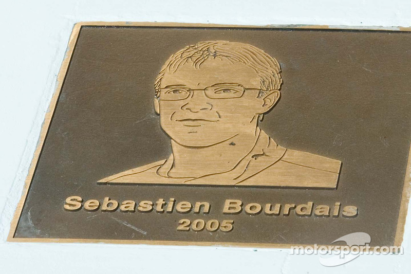 Image de Sébastien Bourdais fête sa victoire à Long Beach en 2005