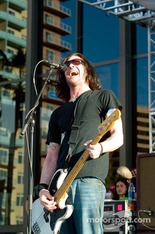 Le bassiste de Bad Religion Jay Bentley