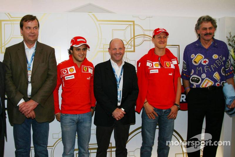 L'ancienne et la nouvelle équipe Martini Markku Alen, pilote de WRC, pour Martini Racing et Lancia avec Felipe Massa, Miki Biasion Massimo Biasion et Gordon Murray, Brabham et le designer de McLaren