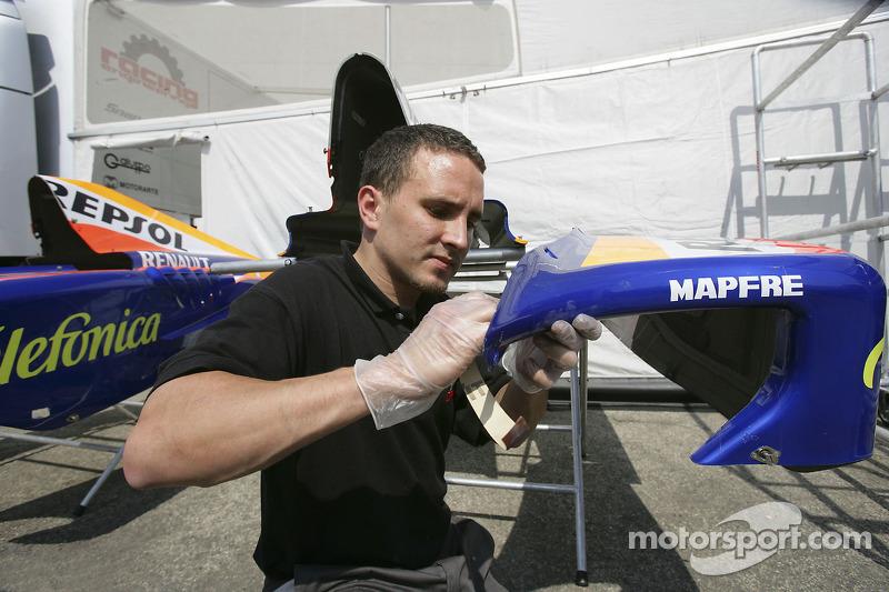 L'équipe Racing Engineering prépare ses voitures