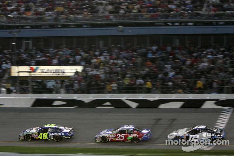 Jimmie Johnson, Brian Vickers et Ryan Newman