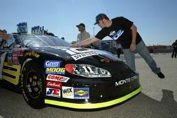 Paul Menard tries Turtle Wax Ice on his car