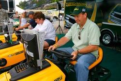 Ken Schrader devant la NASCAR Busch Series Aaron's 312