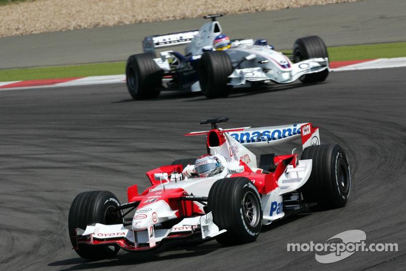 Jarno Trulli devant Jacques Villeneuve