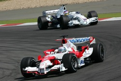 Jarno Trulli leads Jacques Villeneuve