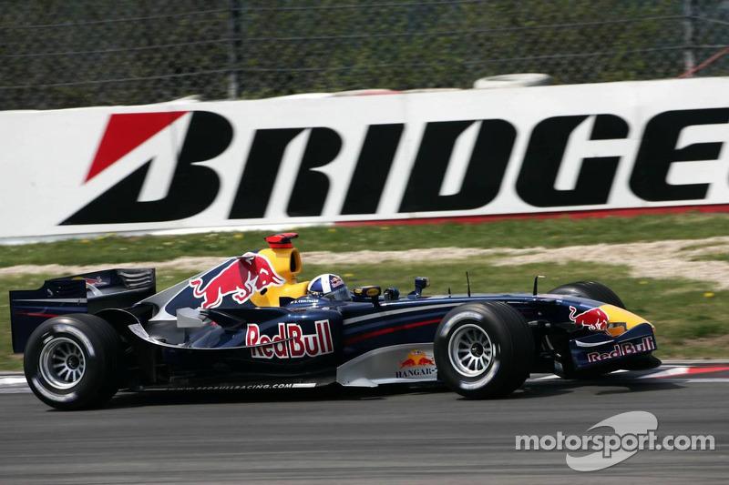 David Coulthard avec l'aileron avant cassé