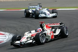 Rubens Barrichello leads Jacques Villeneuve
