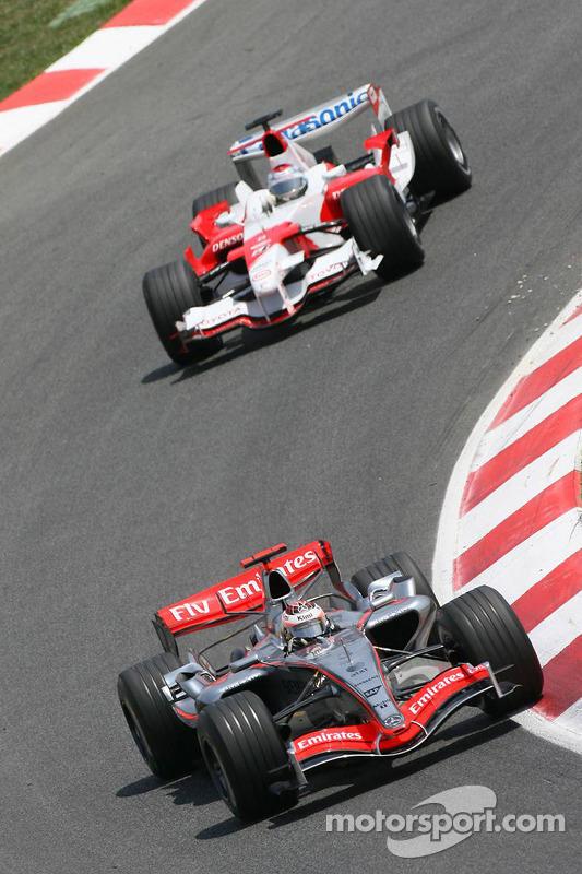 Kimi Raikkonen devant Jarno Trulli