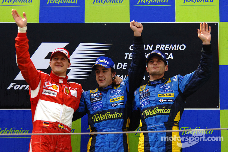 Podium: race winner Fernando Alonso with Michael Schumacher and Giancarlo Fisichella