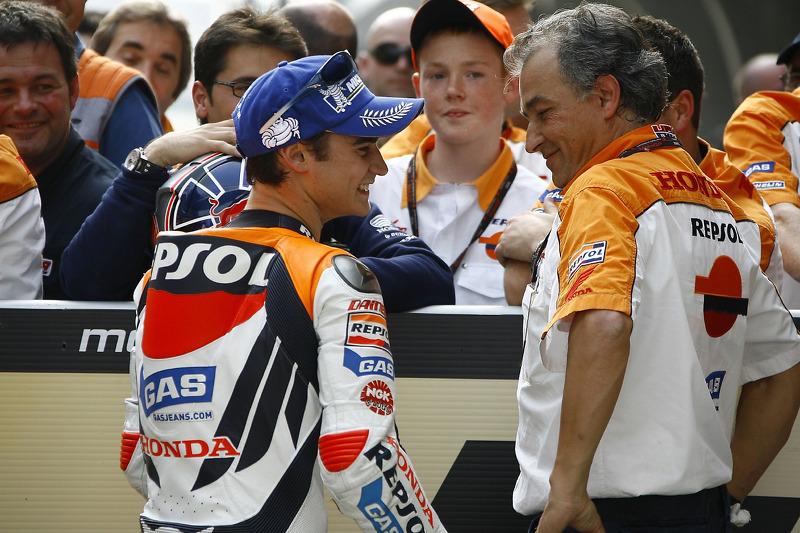 Le vainqueur de la course Dani Pedrosa et Jordi Prades