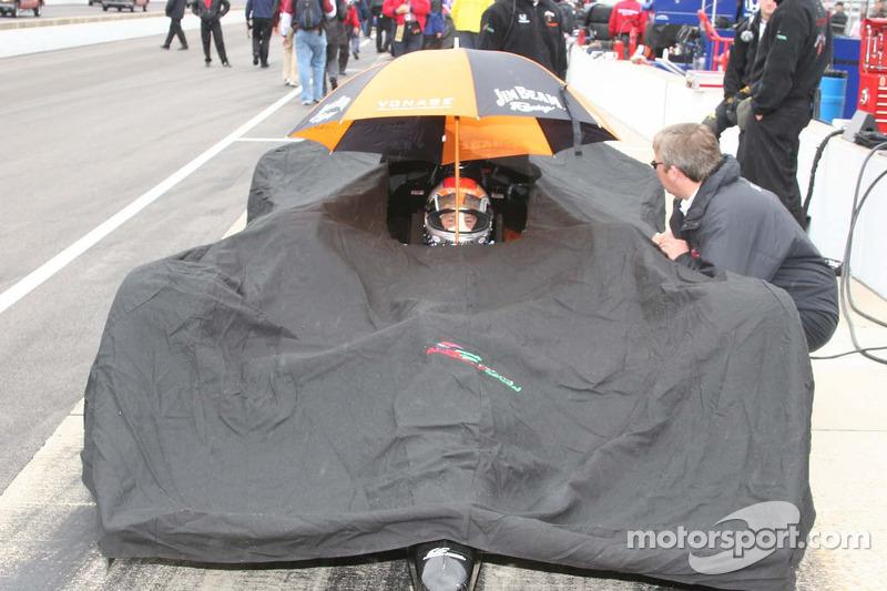 Michael Andretti s'asseoit sous la pluie