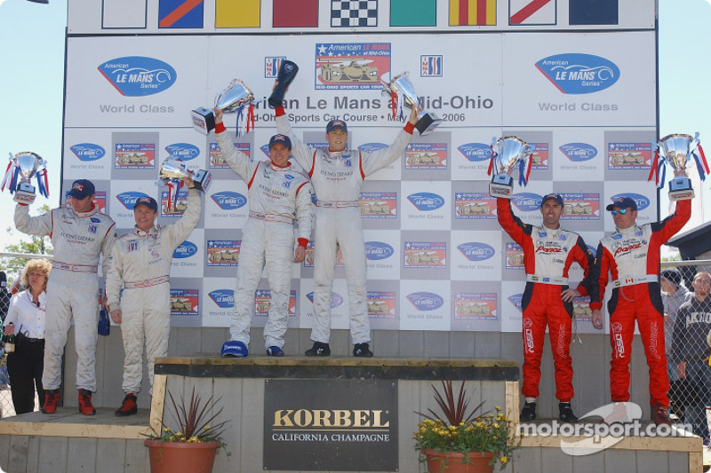 Podium LMGT2: les vainqueurs Johannes van Overbeek et Wolf Henzler, les deuxièmes Scott Maxwell et D