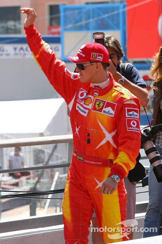 Michael Schumacher porte son nouveau costume pour le Grand Prix de Monaco
