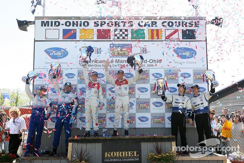 Podium LMP1: les vainqueurs Allan McNish et Rinaldo Capello, avec les deuxièmes James Weaver et Butch Leitzinger, et les troisièmes Chris McMurry et Michael Lewis