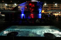 Chilled Thursday: the deck and the pool of the Red Bull Energy Station
