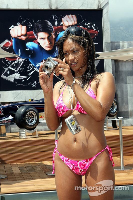 Une jeune femme de la Formule 1