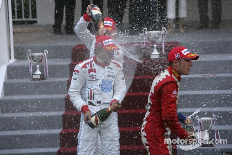 Lewis Hamilton premier, Franck Perera deuxième et Alexandre Premat troisième