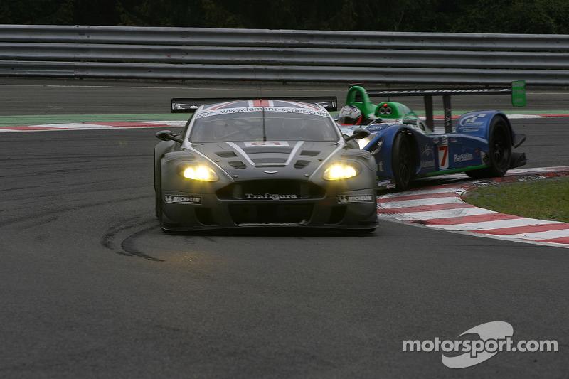 #61 Cirtek Motorsport Aston Martin DBR9: Antonio Garcia and #17 Pescarolo Sport Pescarolo C60 Judd: