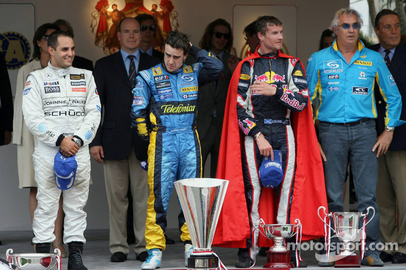 Podio: Ganador de la carrera Fernando Alonso; Juan Pablo Montoya el segundo lugar y tercer lugar Dav
